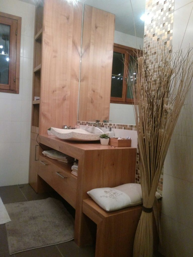 Agencement salle de bain bois artisanal Fargeix
