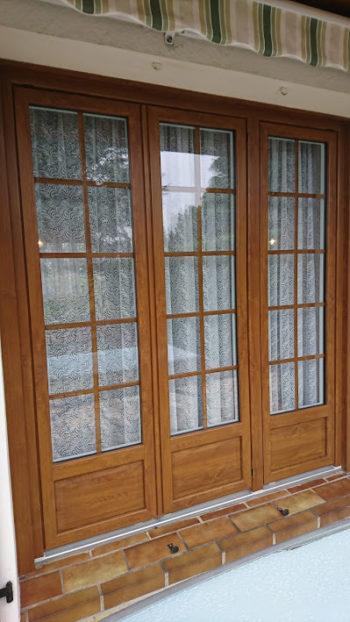 Porte fenêtre PVC aspect chêne doré