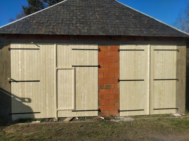 Portes de garage sapin
