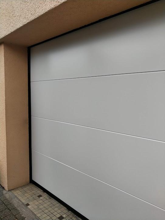 Porte de garage sectionnelle acier lisse