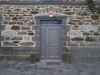 Porte d'entrée aluminium gris pyrite satiné