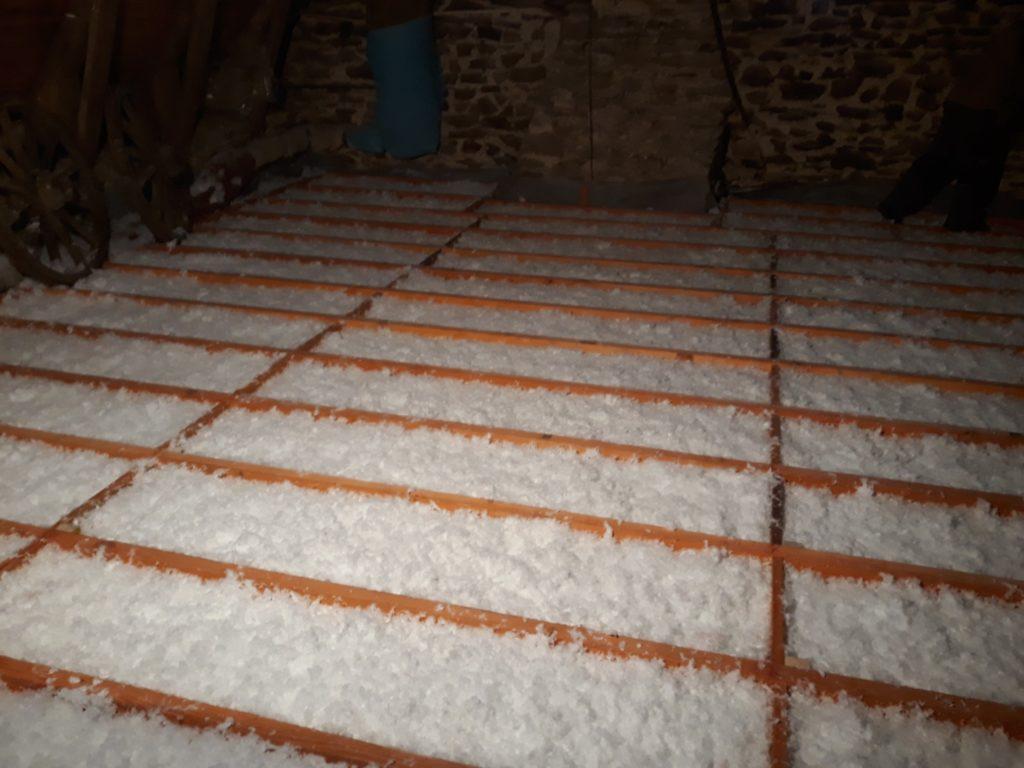 Isolation combles perdus laine de verre soufflé Habiter Mieux
